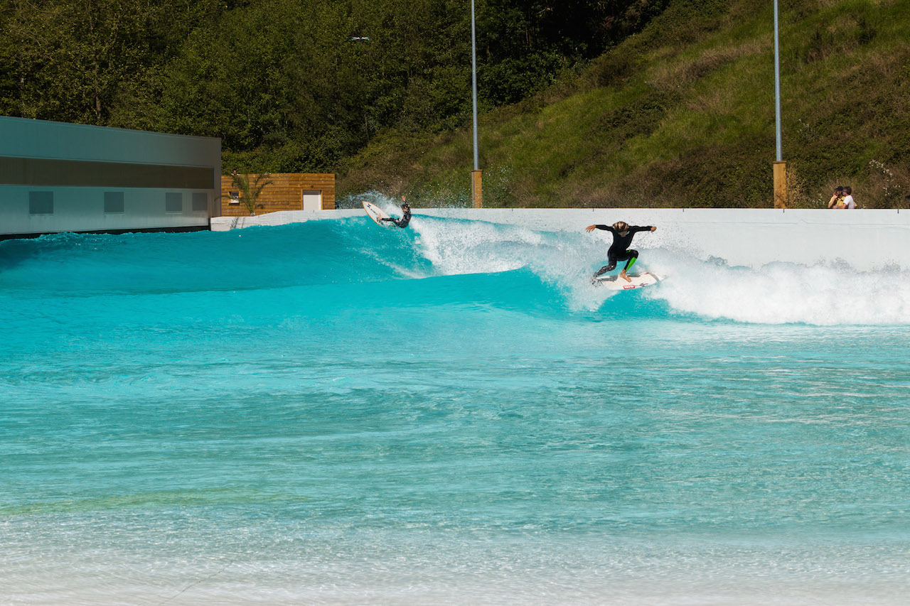 Mateus Herdy with Adur Amatrain at Wavegarden / Pacotwo