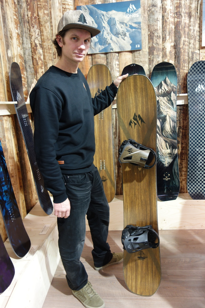 Jones Snowboards - Seth shows me the Flagship board with (top) Apollo binder with a flax carbon highback and (bottom) Mercury binding.