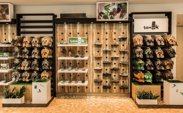 """6736942bd Deckers Outdoor Corporation Celebrates Grand Opening Of Its First-Ever """"Brand  Showcase"""" Store"""