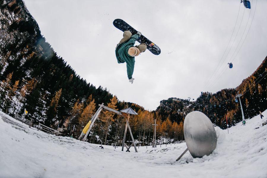 [Nitro] Benny Urban flipping out over the new snow at the base of Kaunertal, Austria