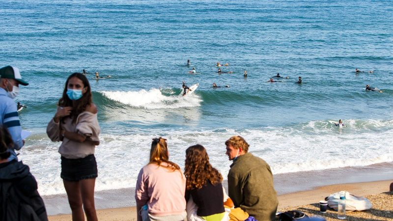 Free surfers warm up before the launch of the Rip Curl Pro Anglet 2021. Credit_WSL_Masurel